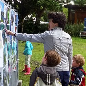 Expositie Gefladder tijdens opening natuurspeeltuin De Natureluur