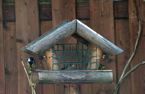 Vogelvoederhuisje met raampjes