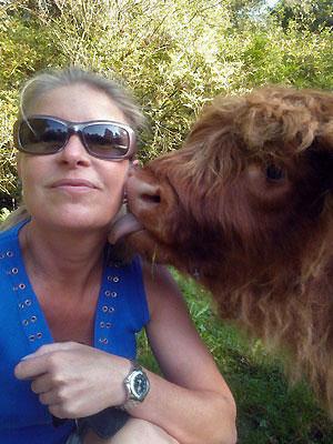 Maddy Weide krijgt een dikke zoen van haar Schotse New Best Friend Forever